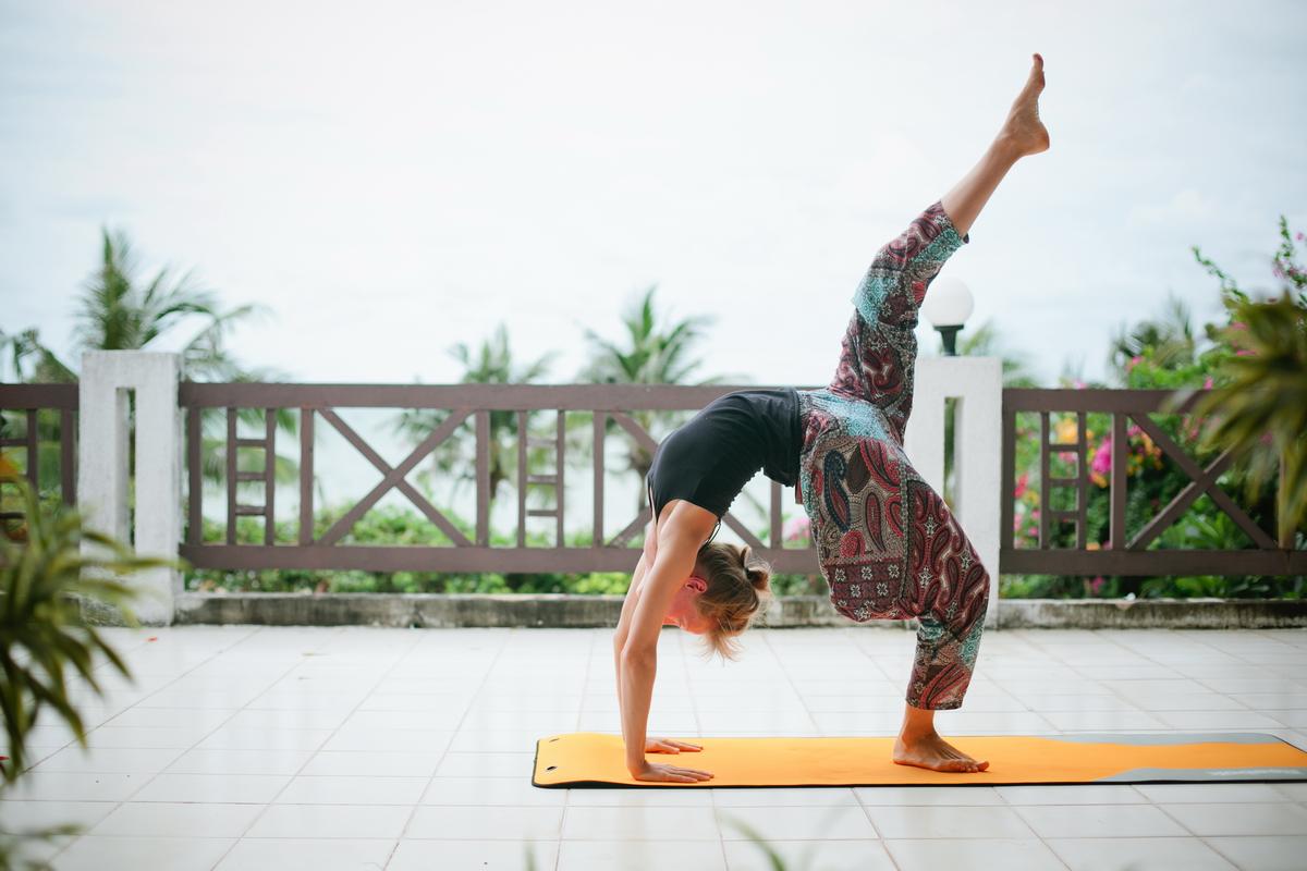 Йога в Тайланде. Мостик