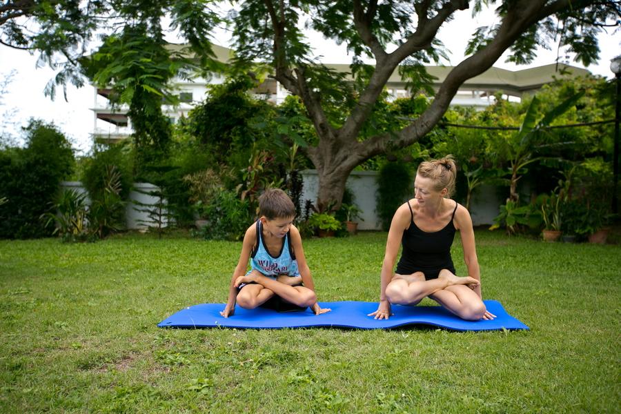 Детская йога лотос