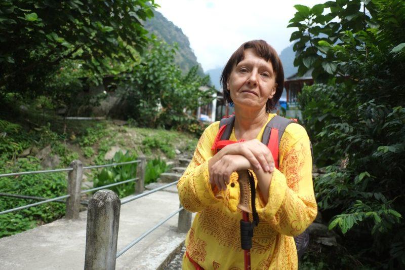 Элеонора на фоне Непала